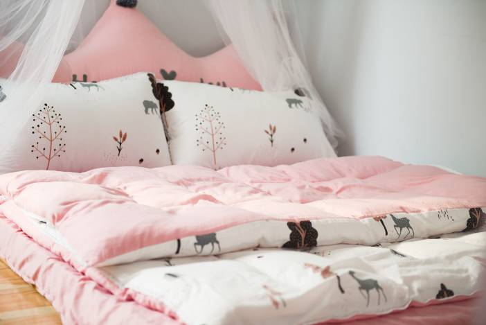 Pillow: What number of pillows should you sleep with